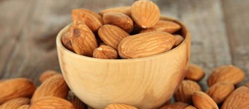 Just a few almonds per day improve your health
