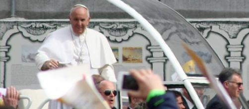 Lo schiaffo di Papa Francesco a Marino
