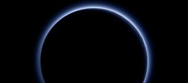 Immagine della sonda New Horizon attorno Plutone