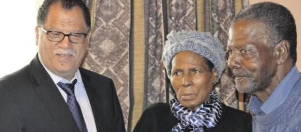 Madala homenageado com sua esposa Bekiwe