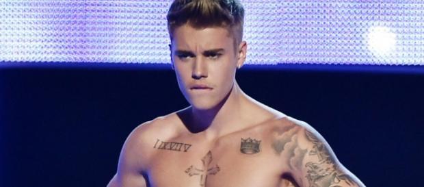 Pai de Justin Bieber fica feliz por fotos do filho