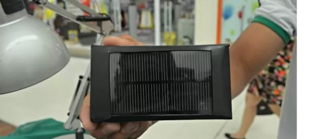 Dispositivo criado para carregar celular