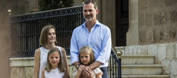 El Rey Felipe VI entrega el Toisón de Oro a Leonor