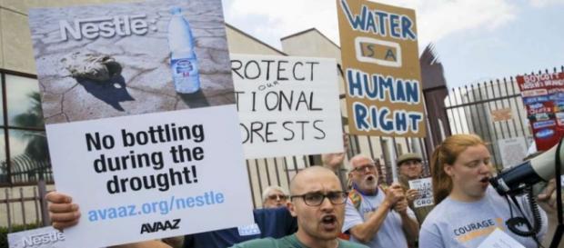 Protestas delante de la multinacional Nestlé