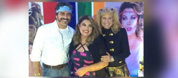 Xuxa repete look dos anos 80 em festa