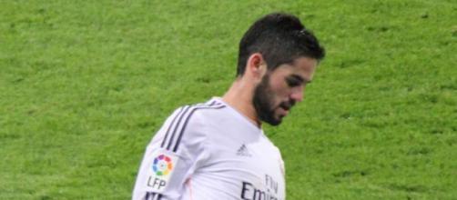 Isco durante un encuentro en el Bernabéu