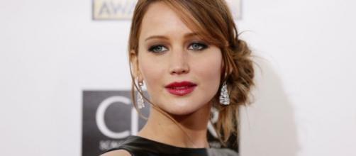 Jennifer Lawrence voltou a cair no tapete vermelho