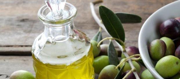 In tavola l'olio extravergine d'oliva