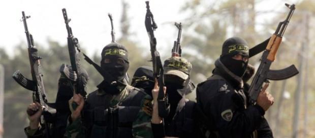 muçulmanos ligados a grupos extremistas.