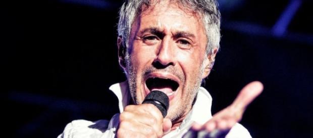 Sergio Dalma en pleno concierto