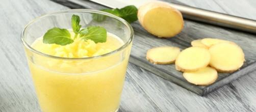 Succo di ananas e zenzero: bevanda benefica