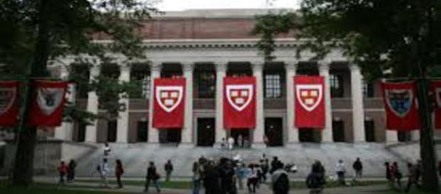 A universidade de Harvard é a primeira da lista
