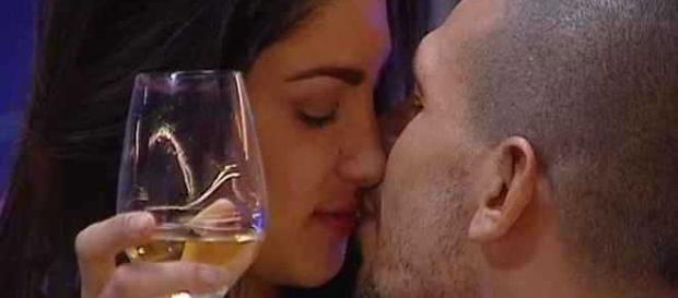 Il bacio tra Federica e Livio.