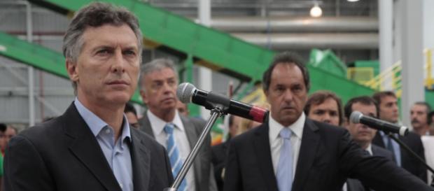 Los candidatos Scioli y Macri juntos en un acto