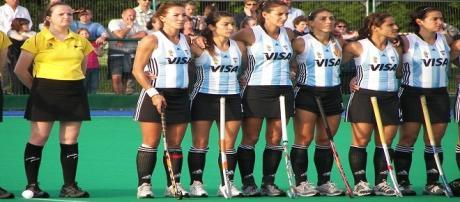 Luciana Aymar junto a sus compañeras, Las Leonas
