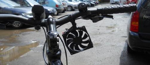 Cargador de móbil que funciona con una bicicleta
