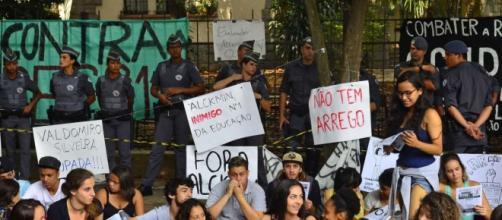 alunos acampam nas escolas em S.P