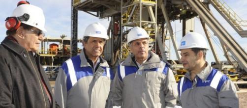 Macri va por la venta de YPF, habló con FMI