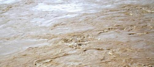 Moradores em alerta com chegada de lama em Aimorés