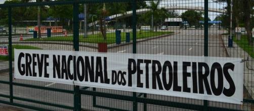 Petroleiros decidem aceitar proposta da empresa
