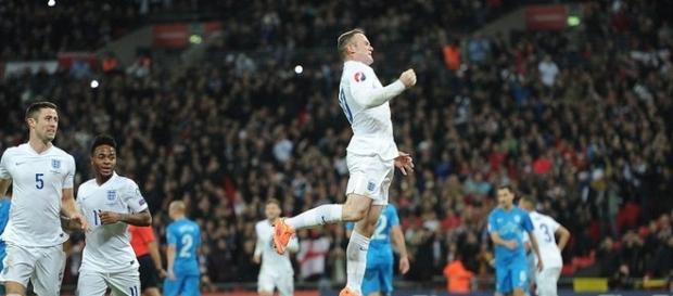 Gol de Rooney en un partido de Inglaterra