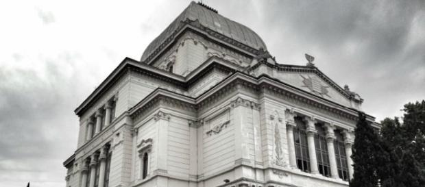 La sinagoga di Roma a pochi passi dal Tevere.
