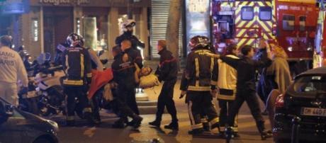 Attacco Isis a Parigi: feriti fuori dal Bataclan
