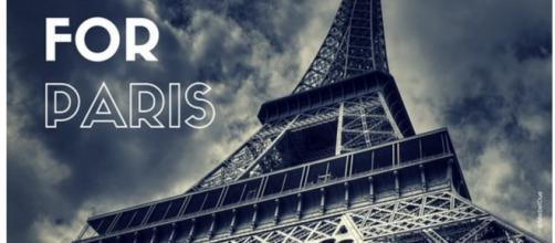 Uno degli #ashtag di solidarietà per Parigi