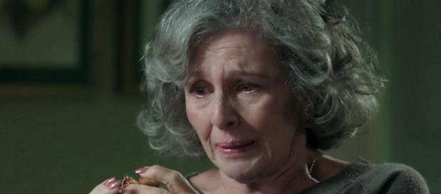 Alberto explica como Emília 'morreu' para Vitória