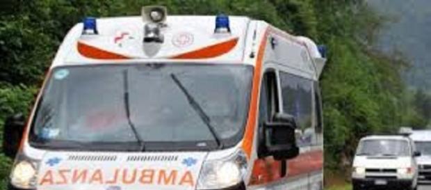 Calabria: uomo tenta suicidio con mannaia