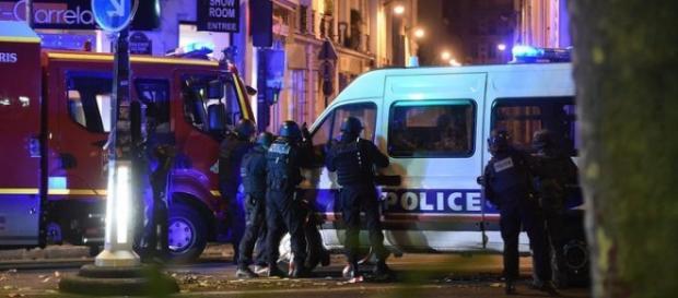 Le forze dell'ordine all'azione dopo la strage