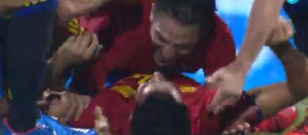 Los jugadores españoles celebrando el gol de Mario