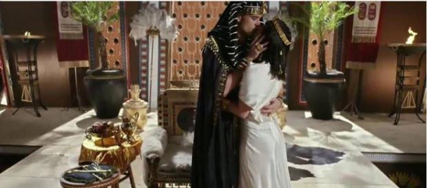 Ramsés e Nefertari em cena final da novela
