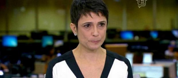 Sandra Annenberg chora ao narrar atentados