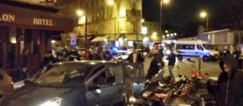 Parisi sotto attacco: raid su Raqqa