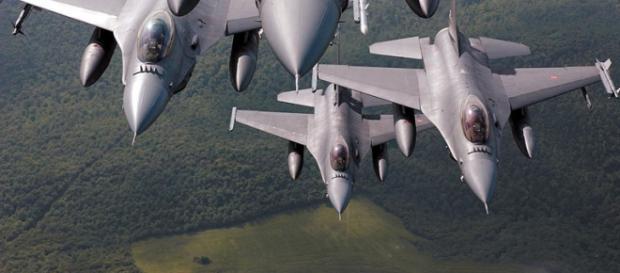 Francia bombarda l'ISIS a Raqqa