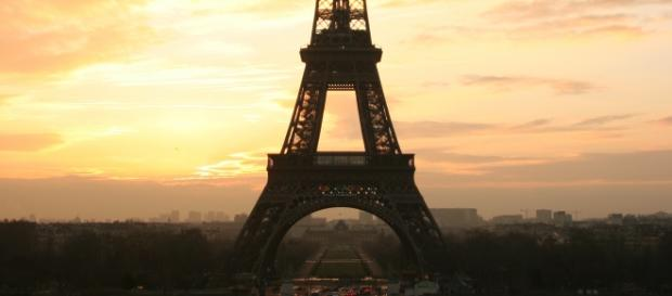 La Torre Eiffel aparece en el cartel del film