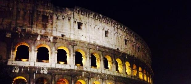 Un immagine che mostra Il colosseo a Roma