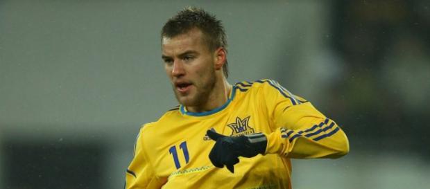 Yarmolenko durante un partido con Ucrania
