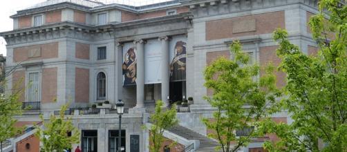 Acceso al Museo del Prado por la puerta de Goya