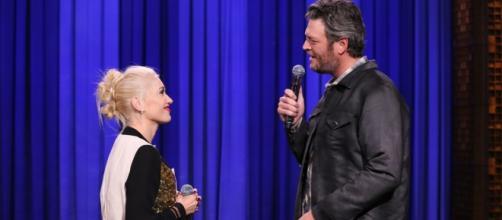 Blake Shelton and Gwen Stefani singing together