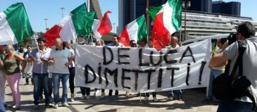 Chieste di nuovo le dimissioni di De Luca