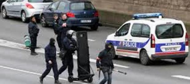 Akcja policji francuskiej po atakach w Paryżu