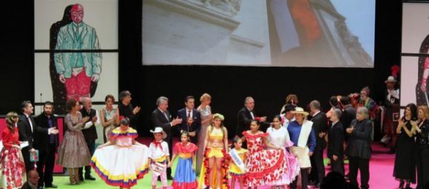 París al fondo, Iberoamérica en el escenario.