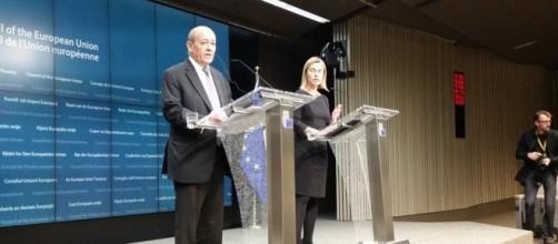 El ministro de Defensa frances y Mogherini