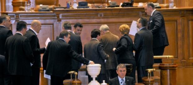 Cabinetul Cioloş a primit votul Parlamentului