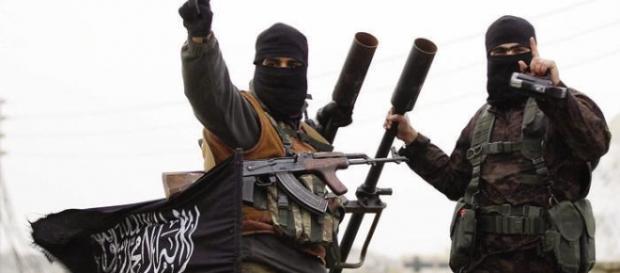 Due membri dell'Isis in posa per foto