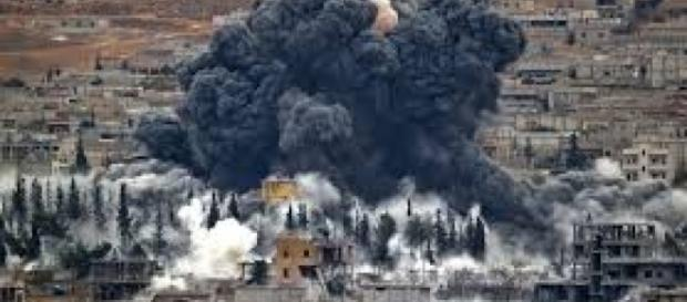 França bombardeia o Estado Islâmico
