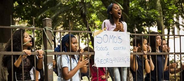 Imagem da ocupação estudantil exibida no site UOL