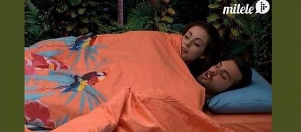 Niedziela, Suso y Danielle, juntos en la cama